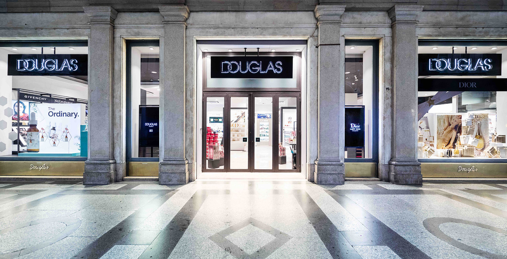 Douglas riapre lo store di Torino e inaugura la nuova Beauty Lounge