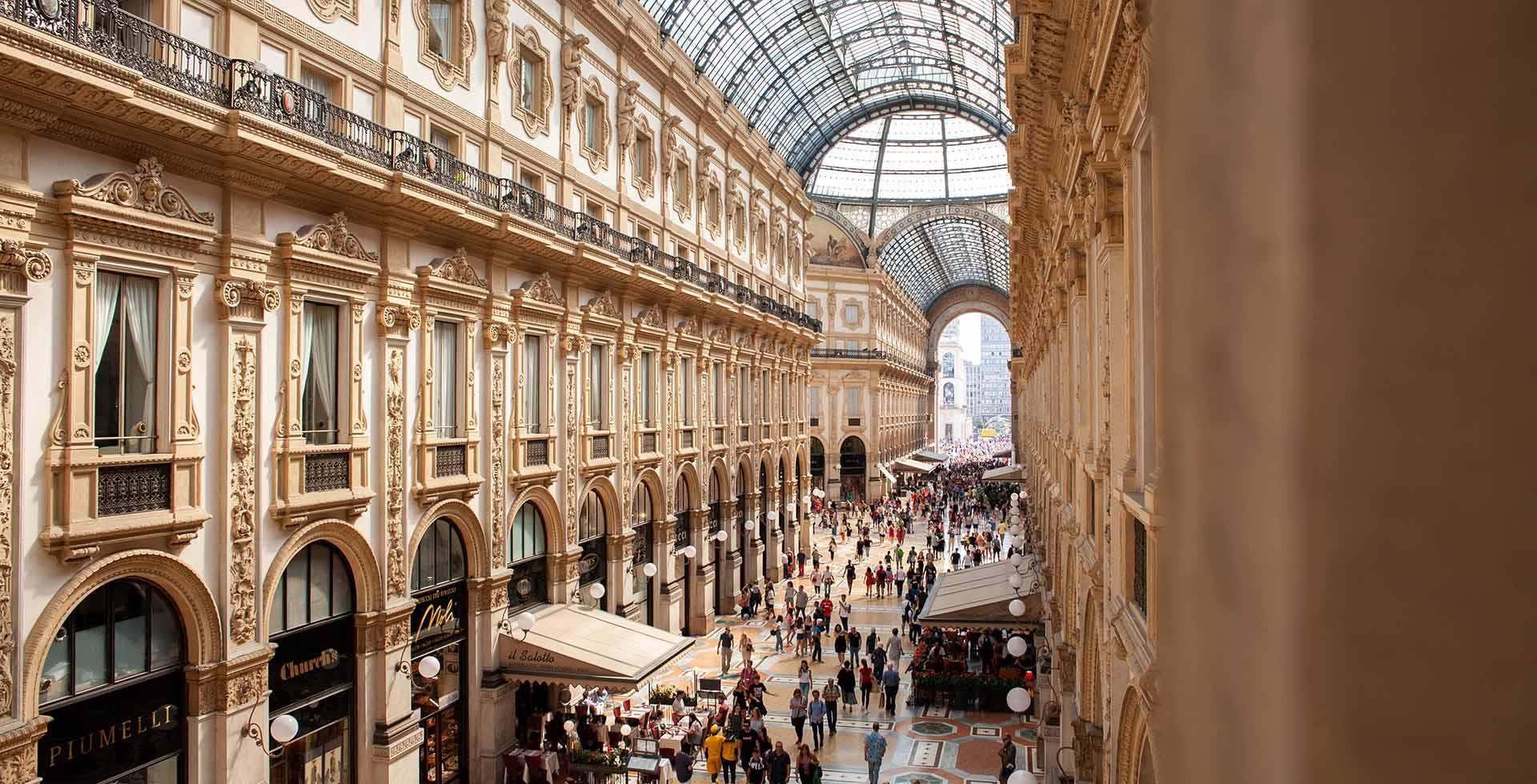 Milano, quanta bellezza! Vie, odori e colori della città-da-bere ispirano smalti e fragranze-couture